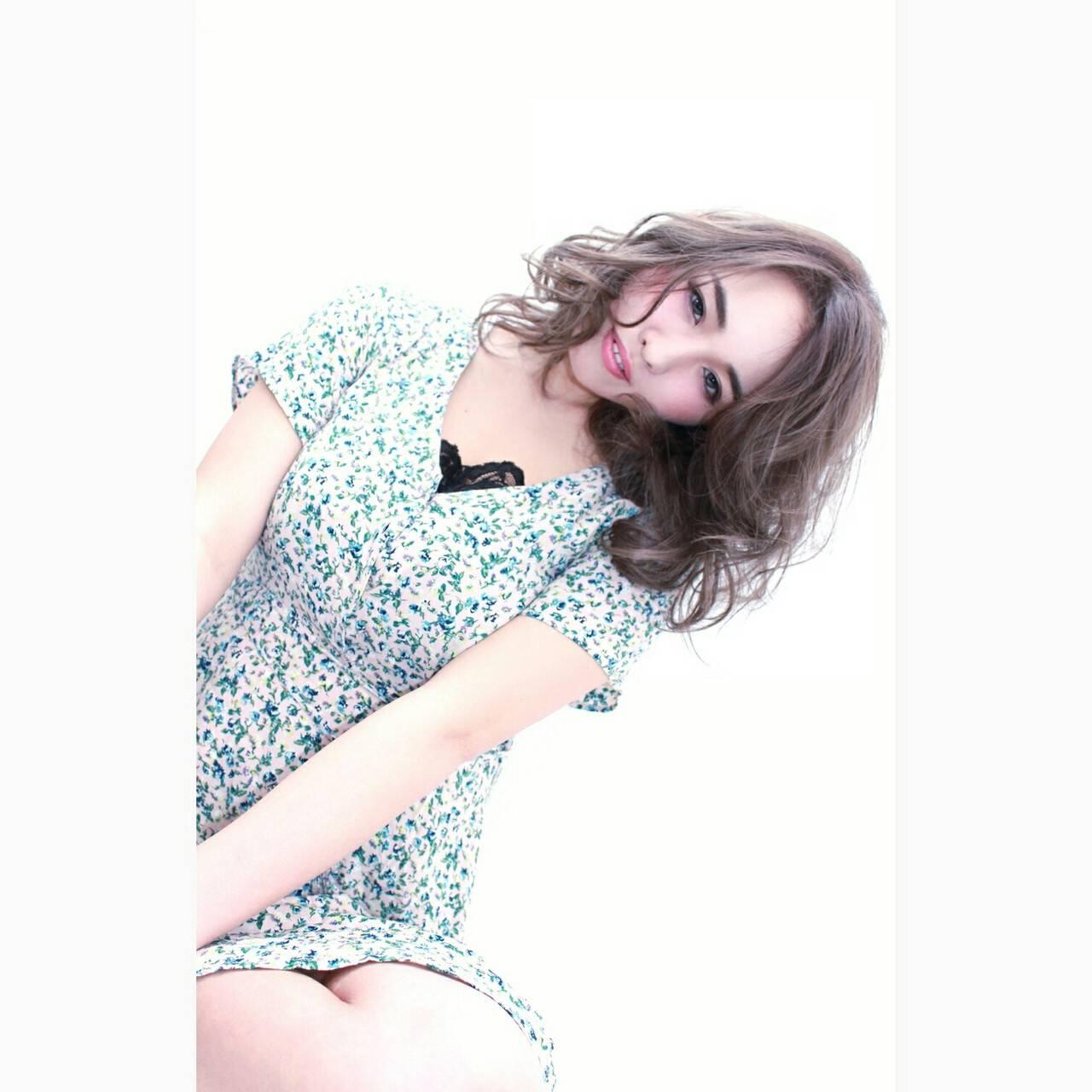 ミディアム 外国人風 アッシュ ハイライトヘアスタイルや髪型の写真・画像