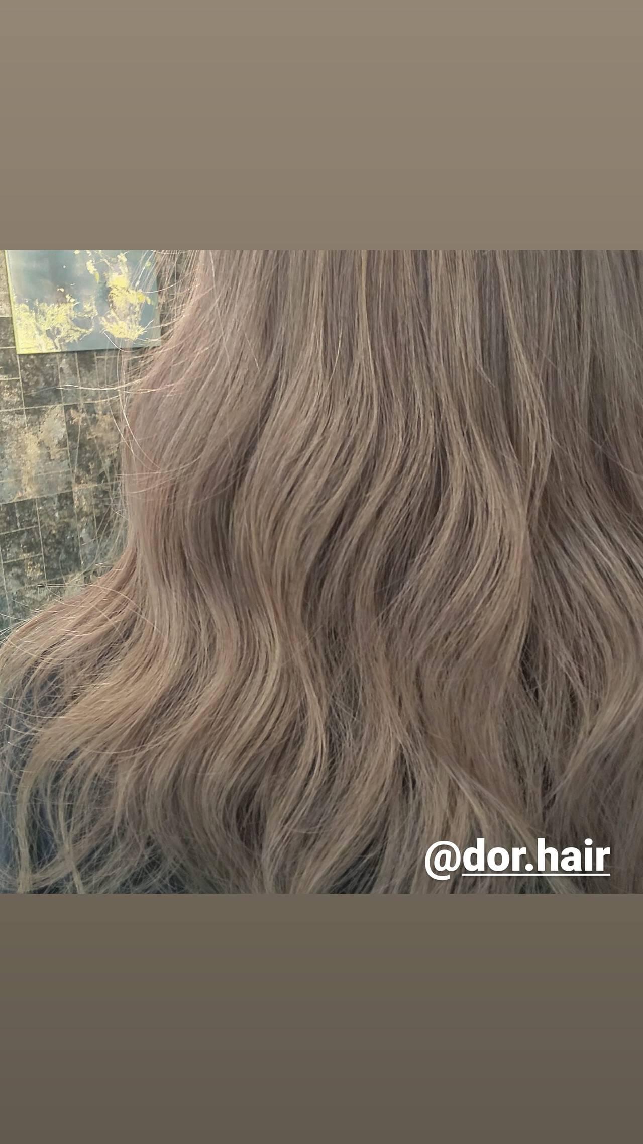 ロング ナチュラル ミルクティーグレージュ シルバーグレージュヘアスタイルや髪型の写真・画像