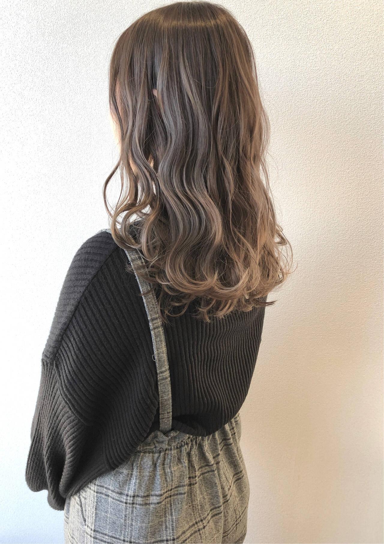 秋冬スタイル ベージュ シアーベージュ ロングヘアスタイルや髪型の写真・画像