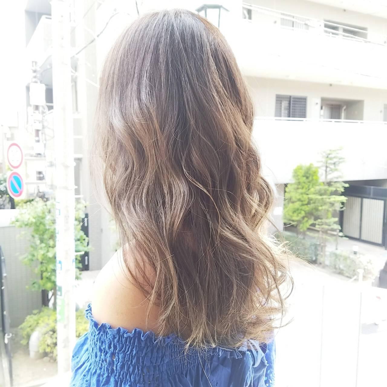 アッシュグレージュ コンサバ グレージュ ロングヘアスタイルや髪型の写真・画像