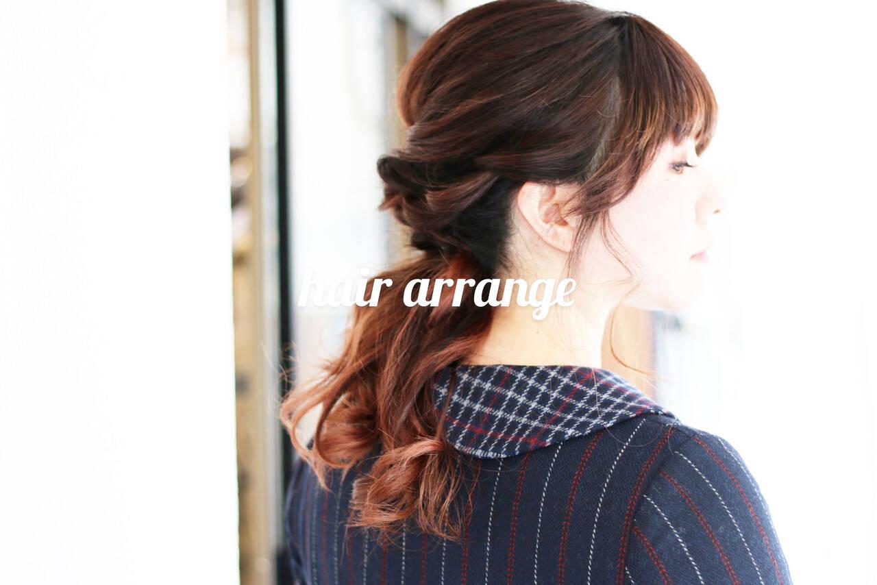 簡単ヘアアレンジ オレンジカラー ふわふわヘアアレンジ ミディアムヘアスタイルや髪型の写真・画像