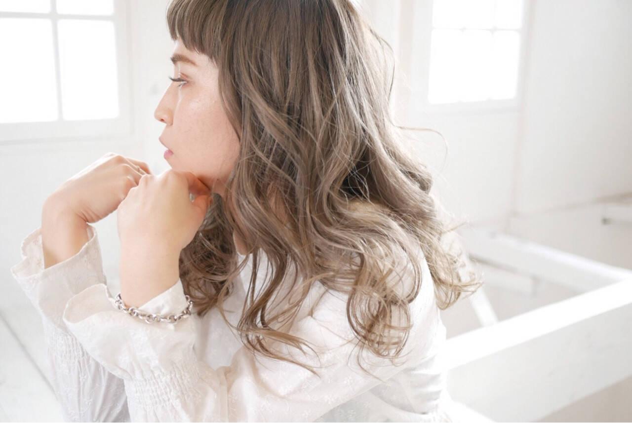 アッシュ ロング 外国人風カラー グレージュヘアスタイルや髪型の写真・画像