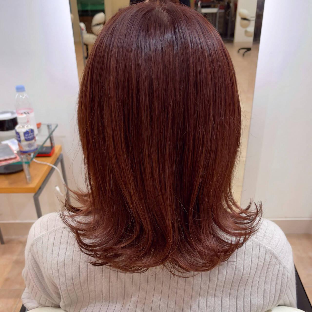 ミディアム ピンクブラウン フェミニン ピンクアッシュヘアスタイルや髪型の写真・画像