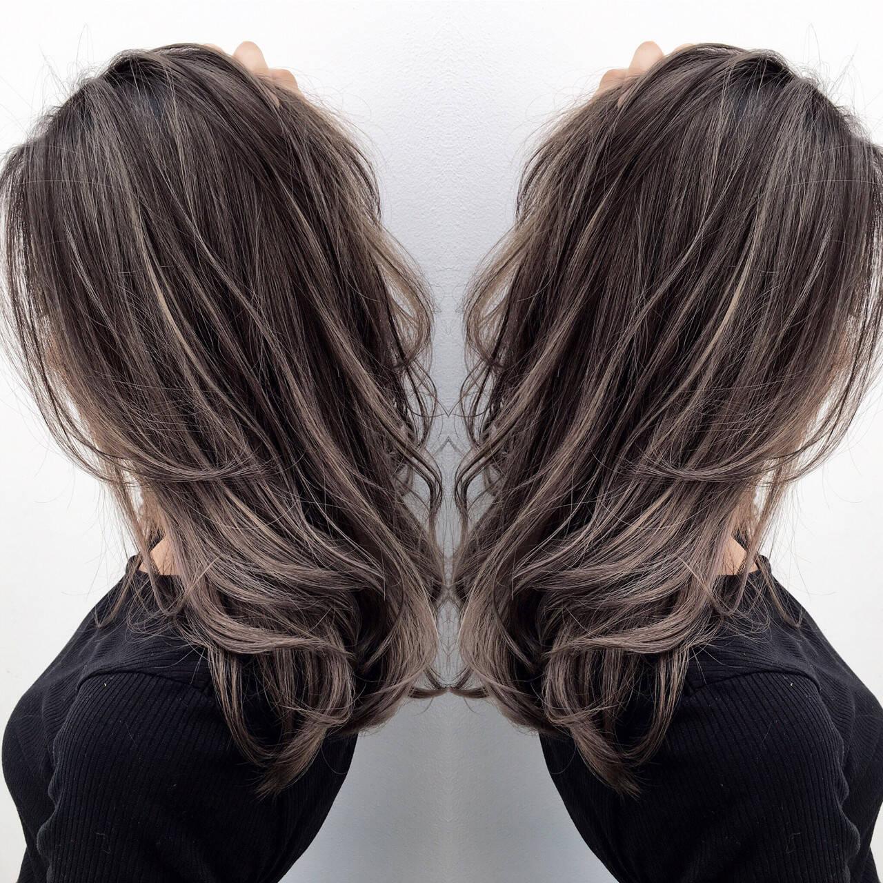 グレージュ ハイトーン 外国人風 セミロングヘアスタイルや髪型の写真・画像