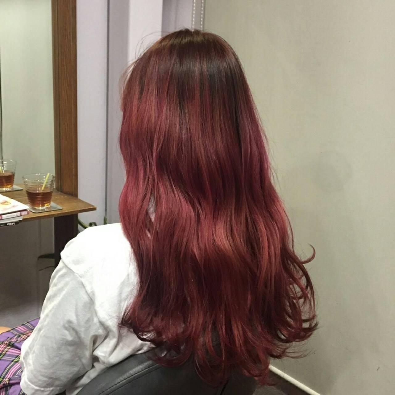 レッド グラデーションカラー 外国人風 ロングヘアスタイルや髪型の写真・画像
