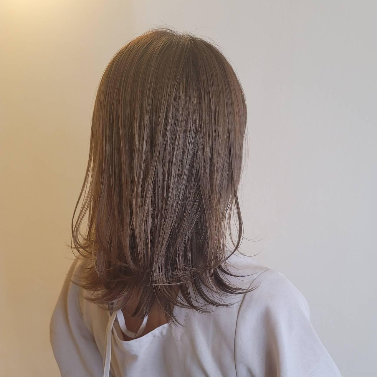 ハイライト ナチュラル アンニュイほつれヘア レイヤーカットヘアスタイルや髪型の写真・画像