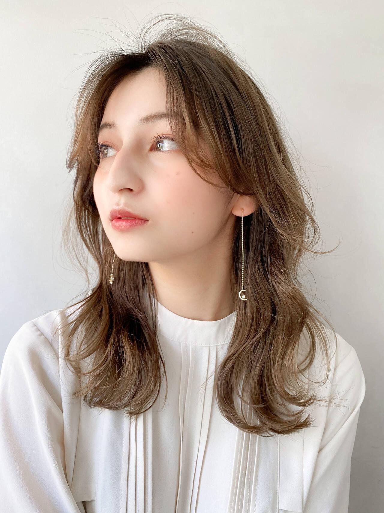 アンニュイほつれヘア 大人かわいい ゆるふわ セミロングヘアスタイルや髪型の写真・画像