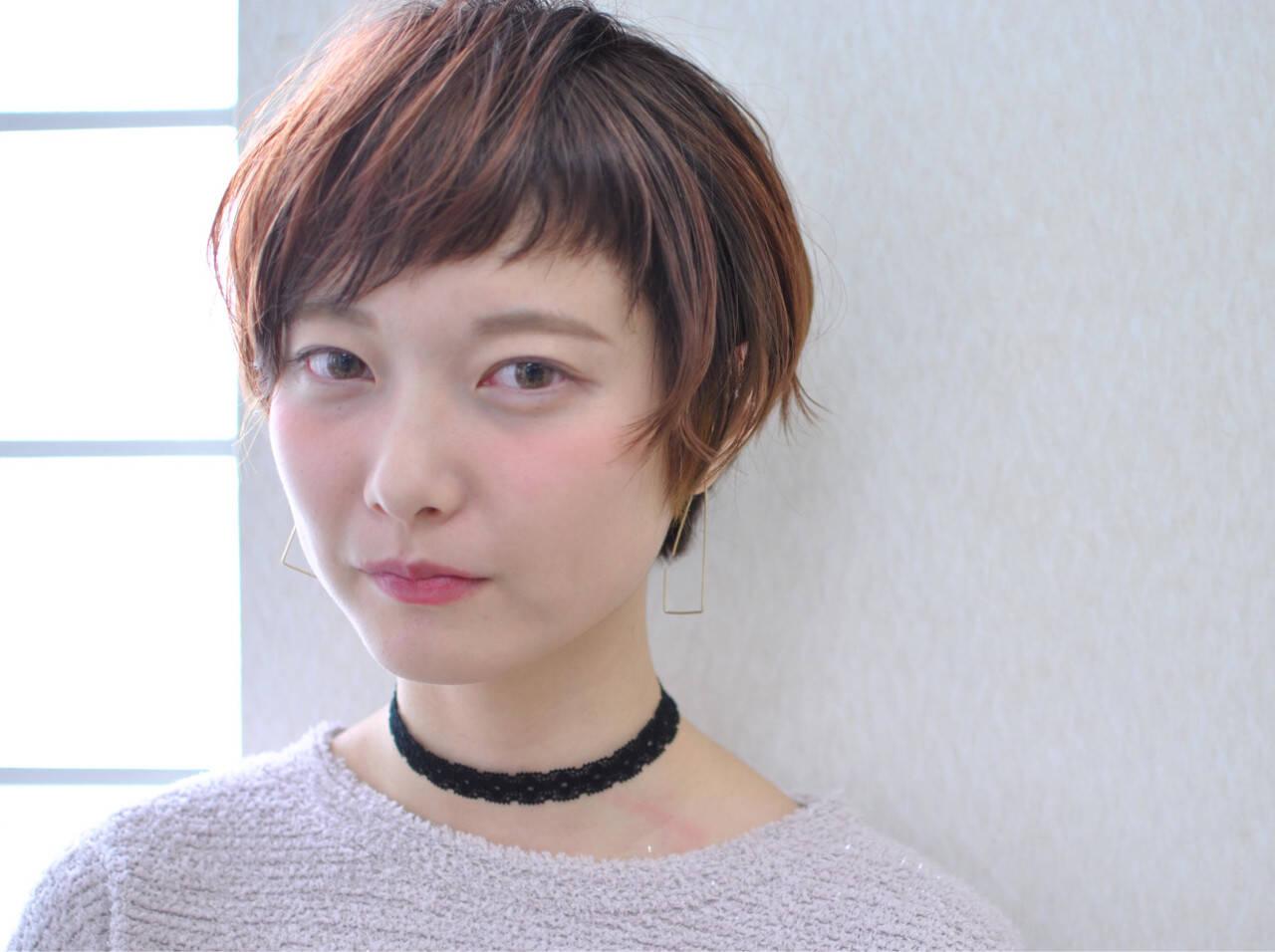 ベリーピンク ショート 前髪あり ショートバングヘアスタイルや髪型の写真・画像