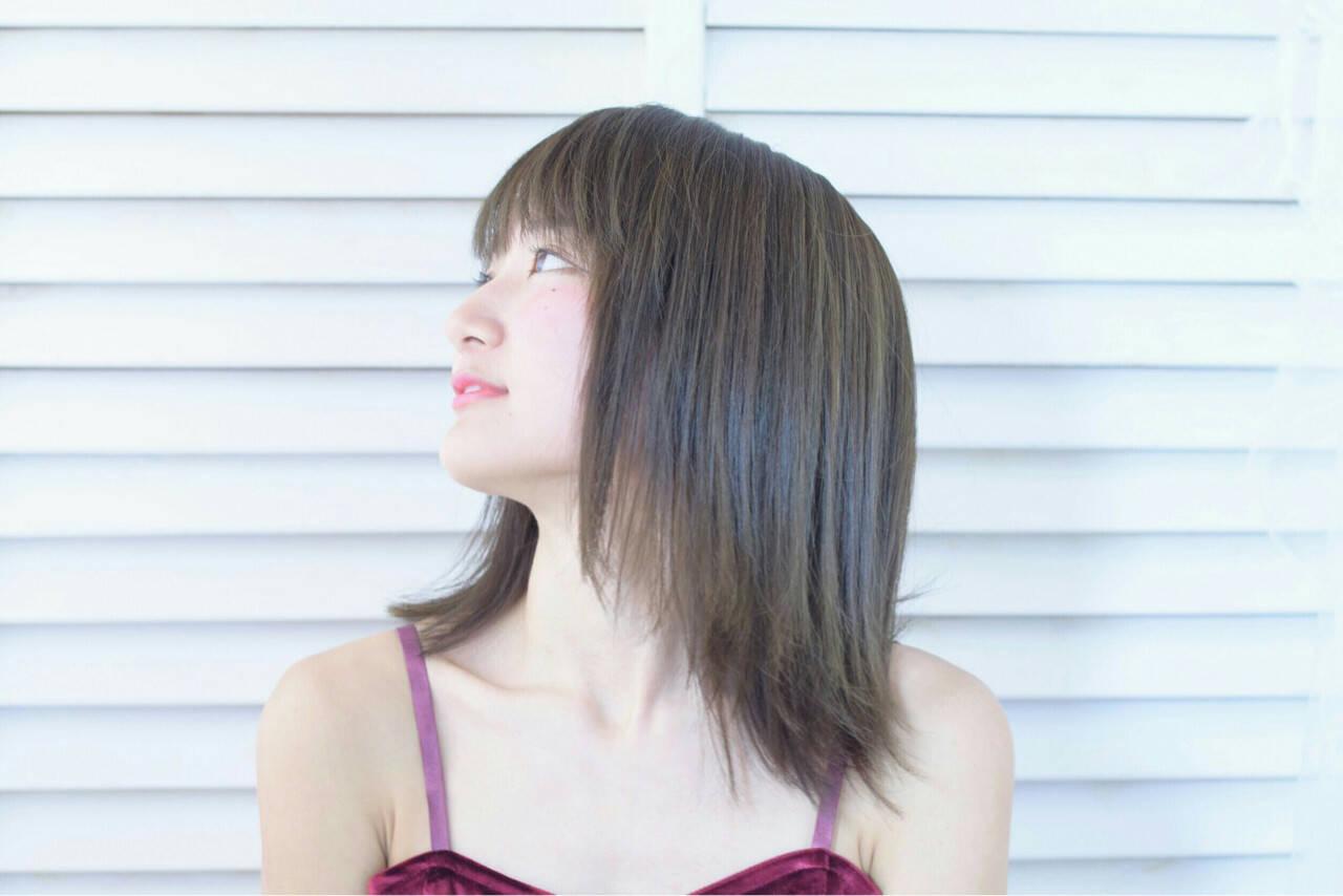 切りっぱなし 色気 ナチュラル アッシュヘアスタイルや髪型の写真・画像