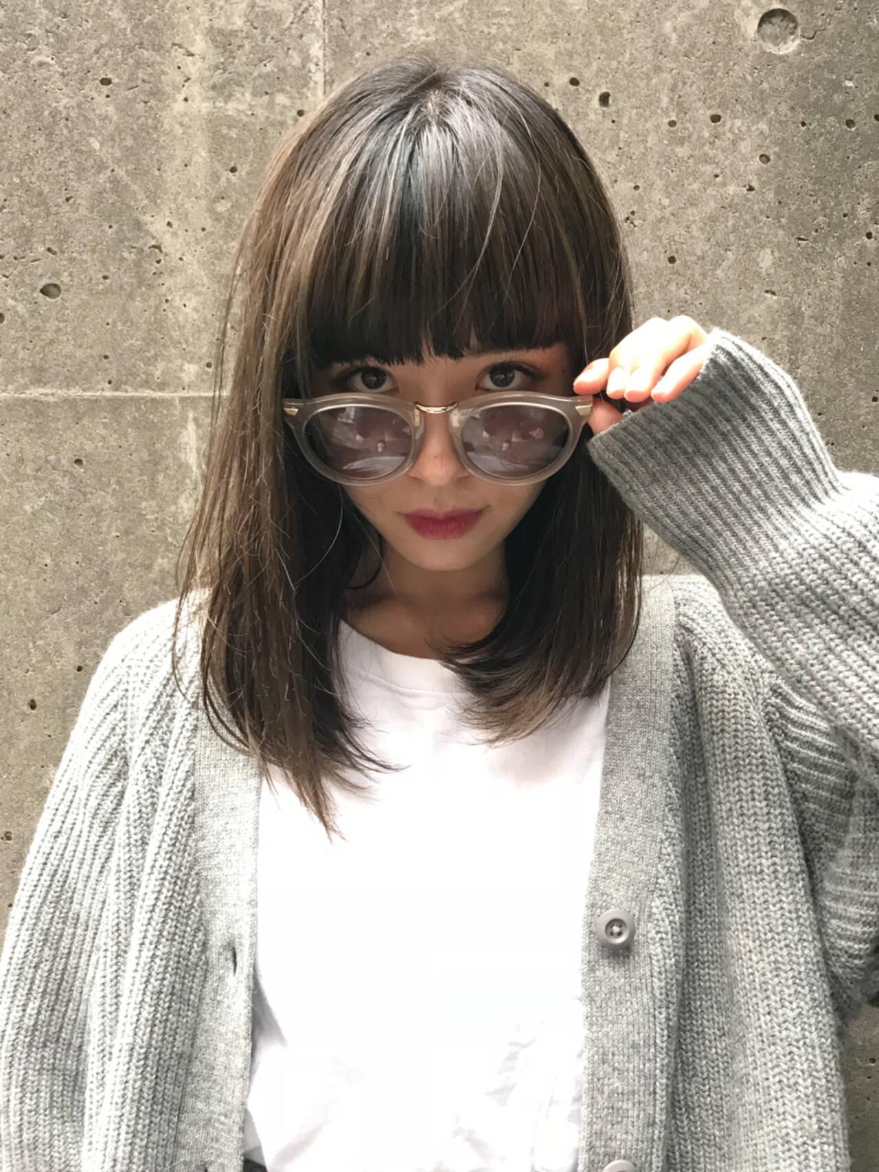 アッシュ 透明感 ミディアム グレージュヘアスタイルや髪型の写真・画像