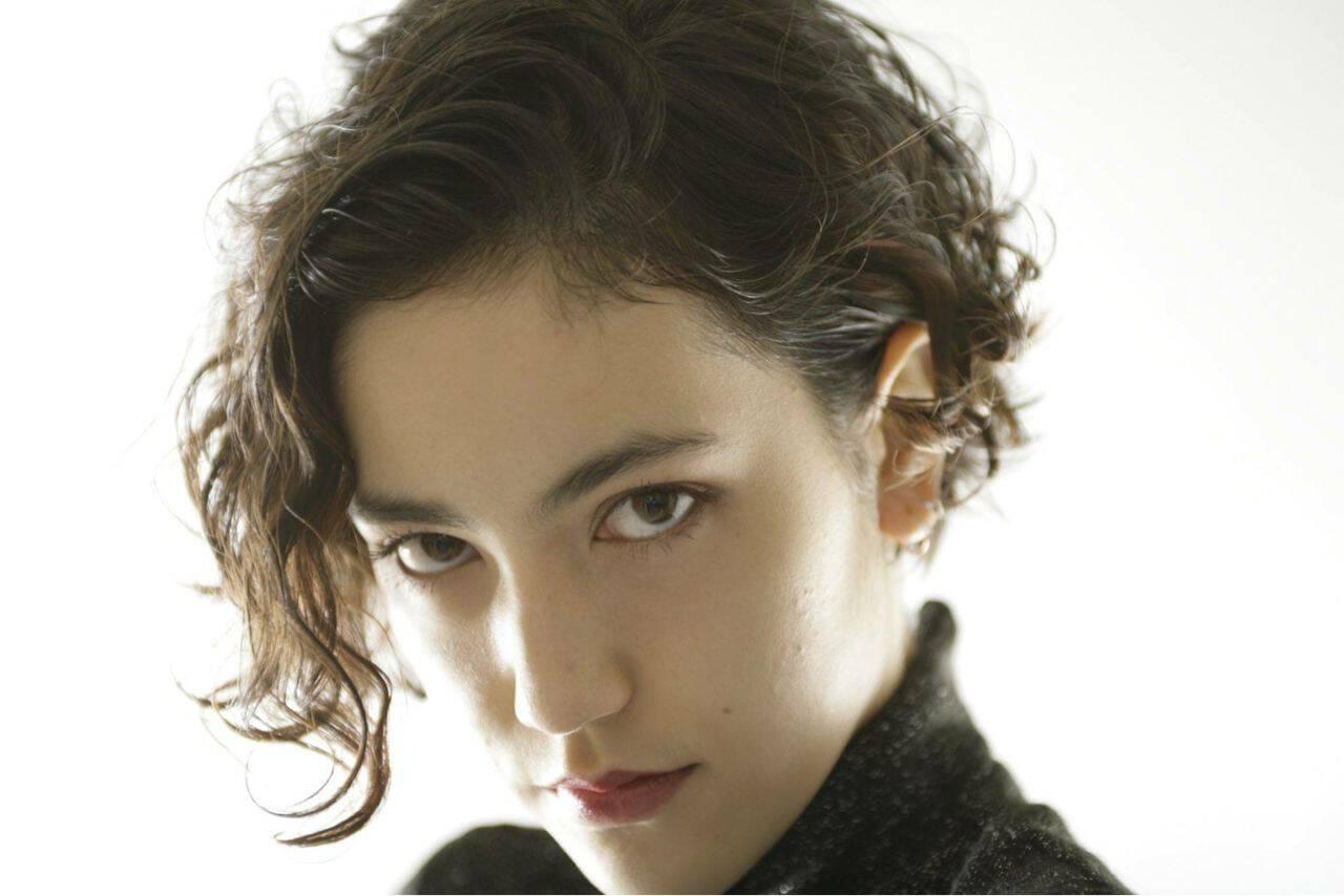 ショート 黒髪 モード 暗髪ヘアスタイルや髪型の写真・画像