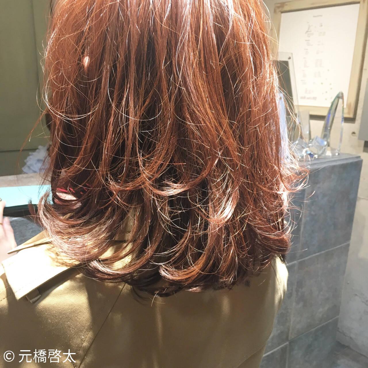 フェミニン 色気 ミルクティー ミディアムヘアスタイルや髪型の写真・画像