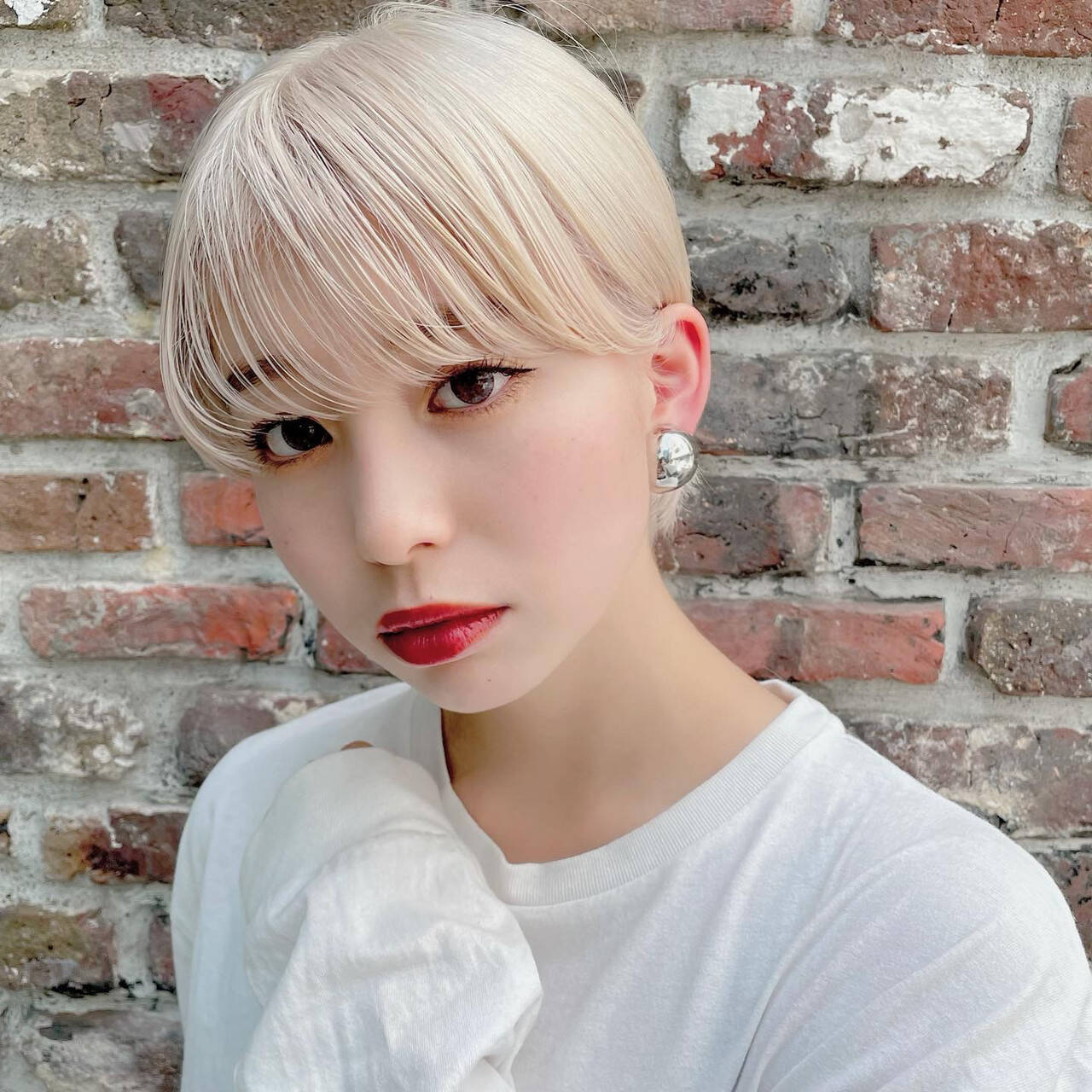 プラチナブロンド ブリーチオンカラー ショート ホワイトカラーヘアスタイルや髪型の写真・画像