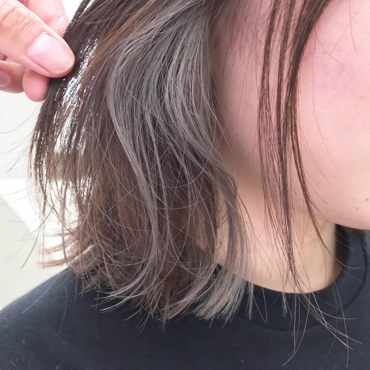 ゆるふわ インナーカラー 切りっぱなし リラックスヘアスタイルや髪型の写真・画像