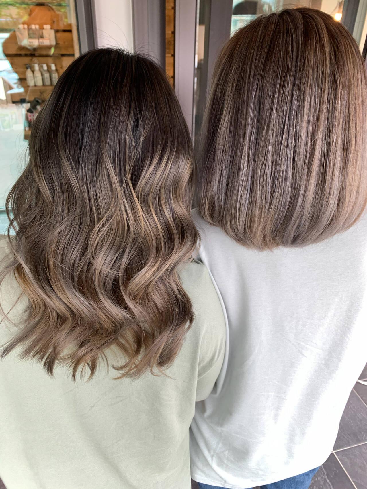ミルクティーベージュ ストリート アッシュベージュ コテ巻きヘアスタイルや髪型の写真・画像