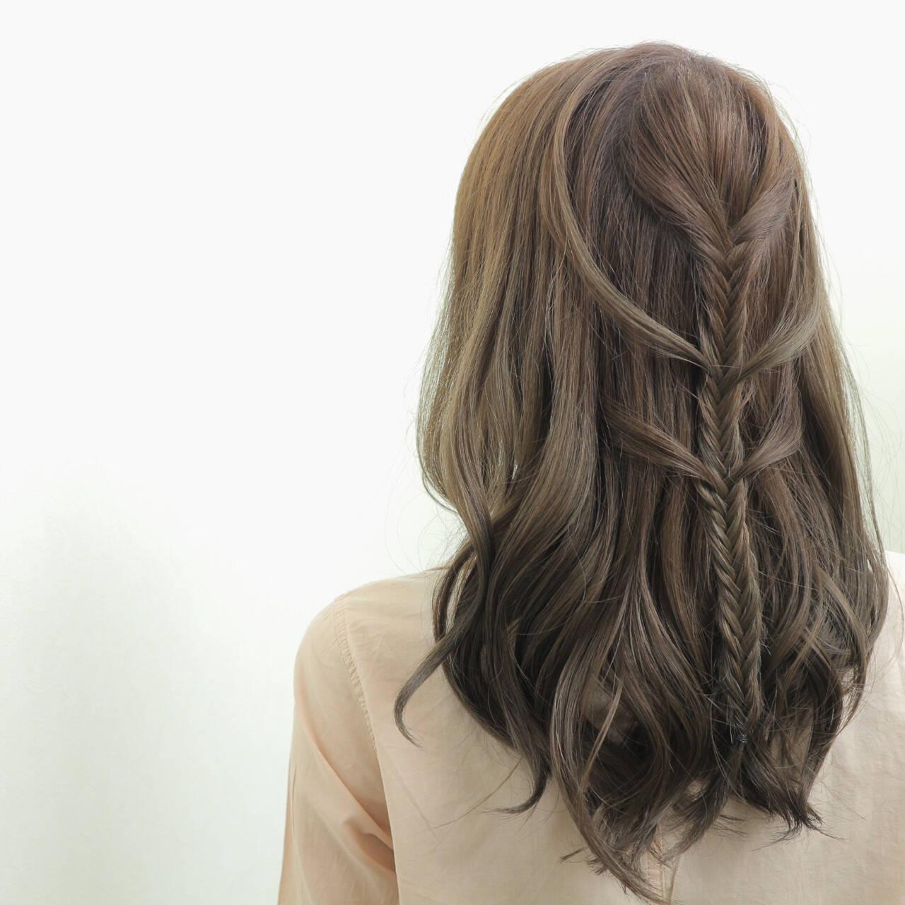 外国人風 ヘアアレンジ セミロング 編み込みヘアスタイルや髪型の写真・画像