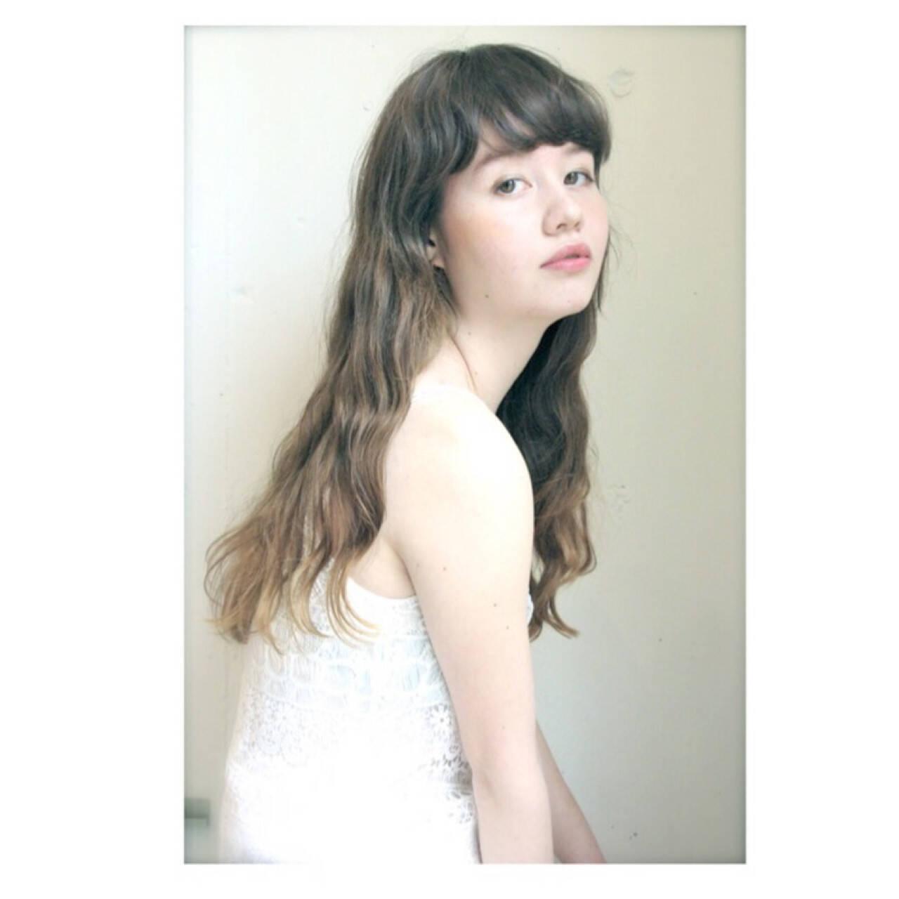 アッシュ ガーリー ウェーブ ロングヘアスタイルや髪型の写真・画像