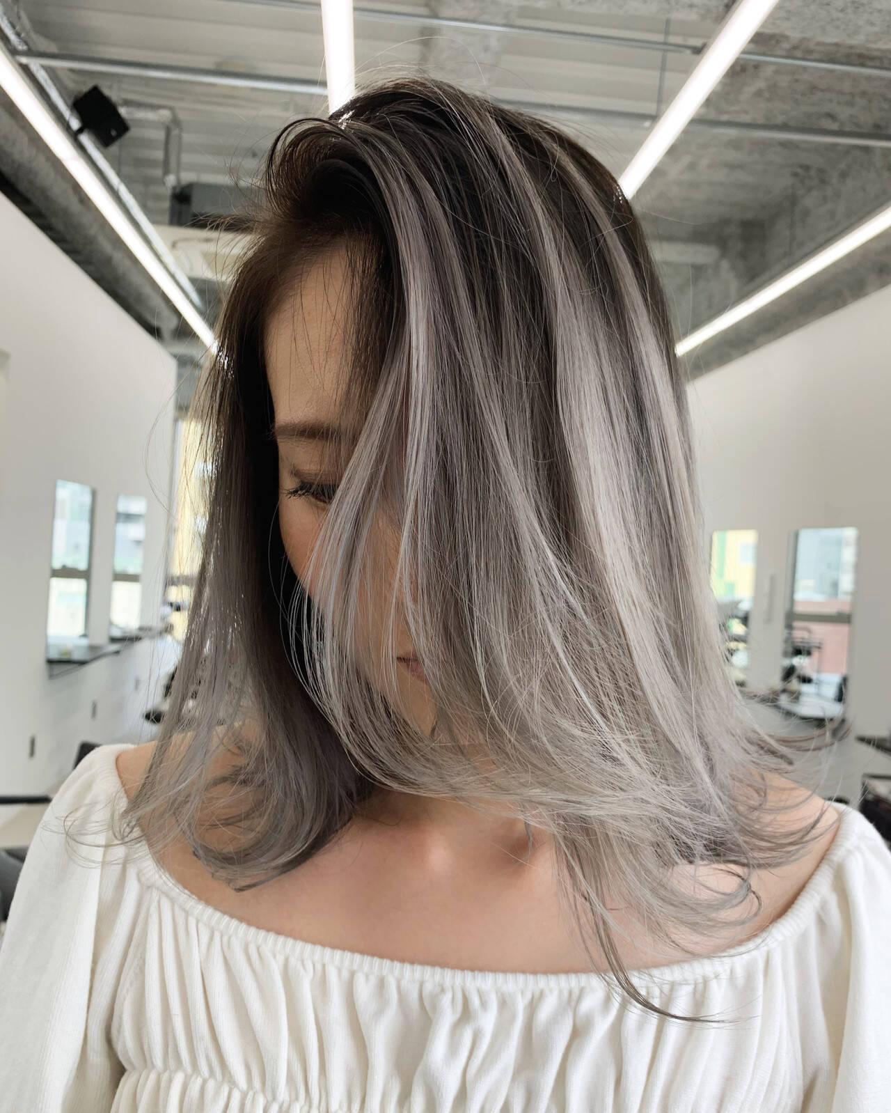 アッシュ グレーアッシュ ミディアム アッシュグレーヘアスタイルや髪型の写真・画像