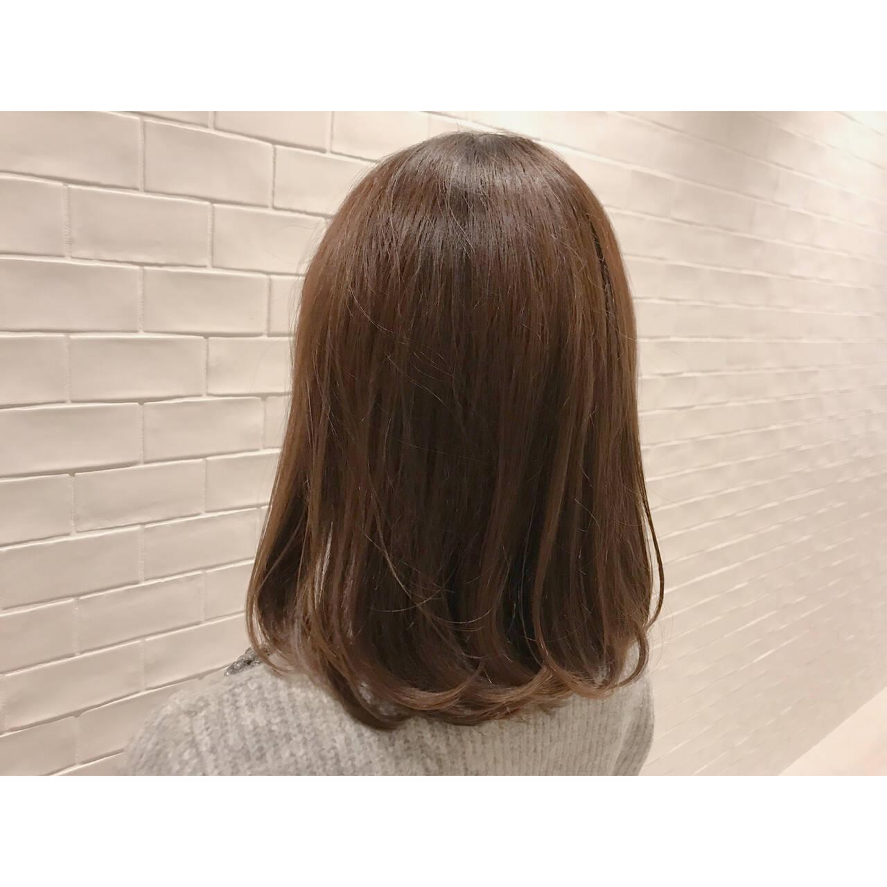 ナチュラル オフィス ミディアム ブラウンヘアスタイルや髪型の写真・画像