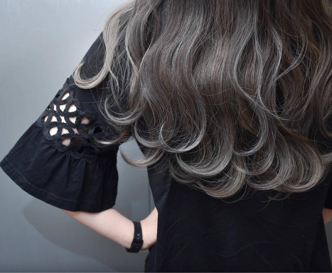 ハイライト ウェーブ アンニュイ ナチュラルヘアスタイルや髪型の写真・画像