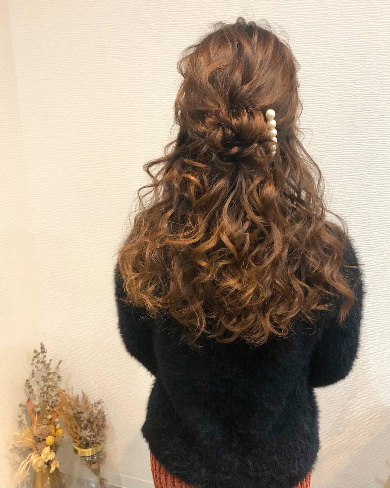 ねじり ヘアアレンジ ブライダル ハーフアップヘアスタイルや髪型の写真・画像