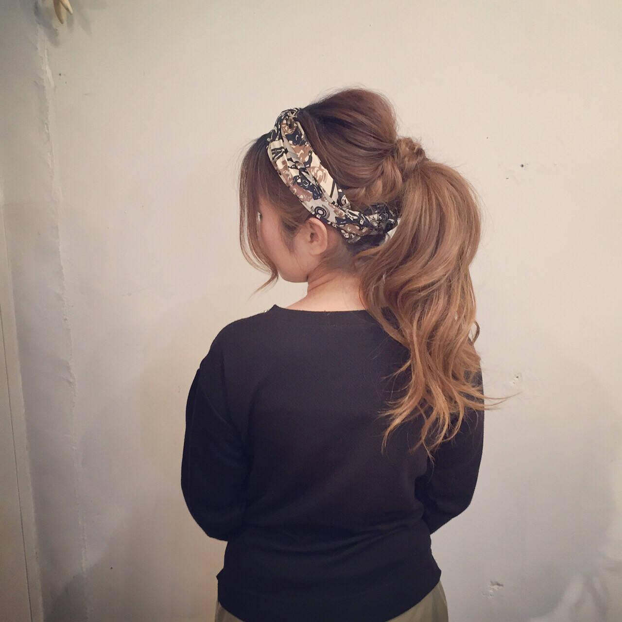 スカーフアレンジ セミロング ヘアセット ナチュラルヘアスタイルや髪型の写真・画像