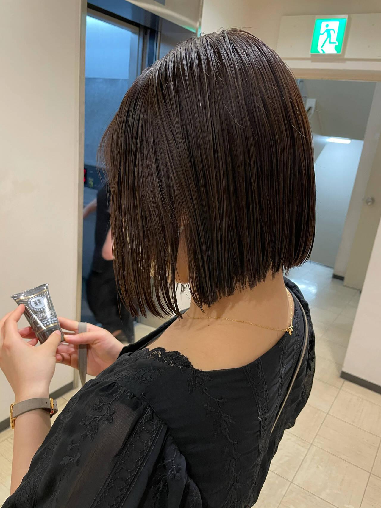 ショートヘア ショートボブ ナチュラル 切りっぱなしボブヘアスタイルや髪型の写真・画像