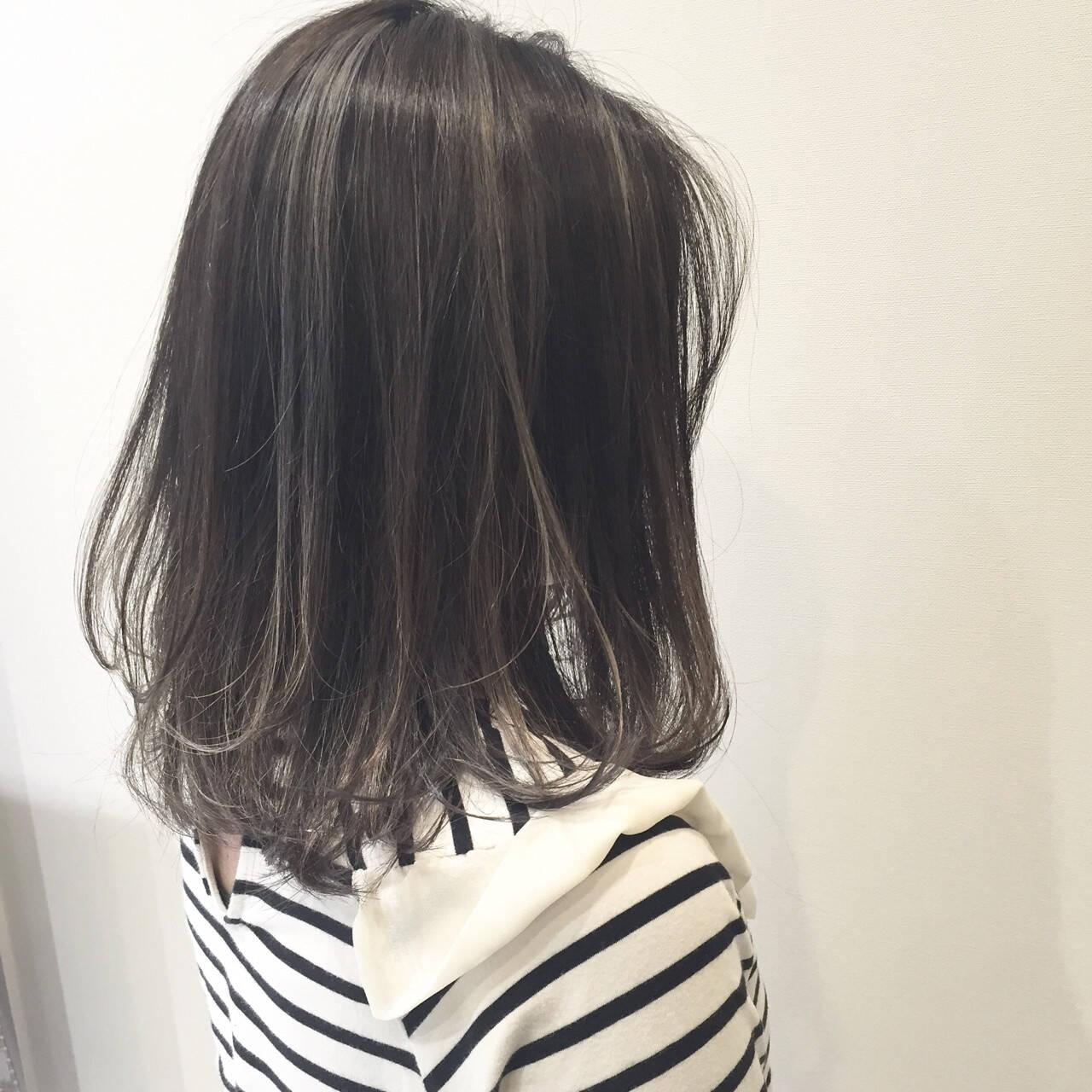 アッシュ グレージュ ウェットヘア ミディアムヘアスタイルや髪型の写真・画像