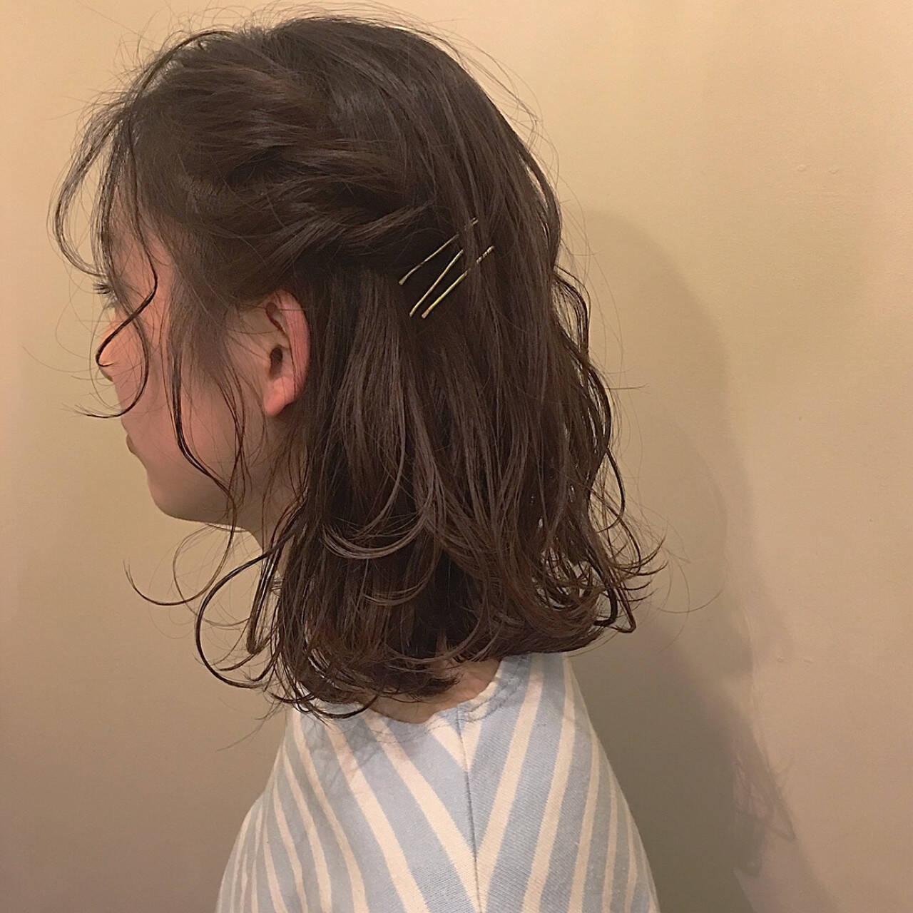 編み込み ナチュラル ねじり ミディアムヘアスタイルや髪型の写真・画像