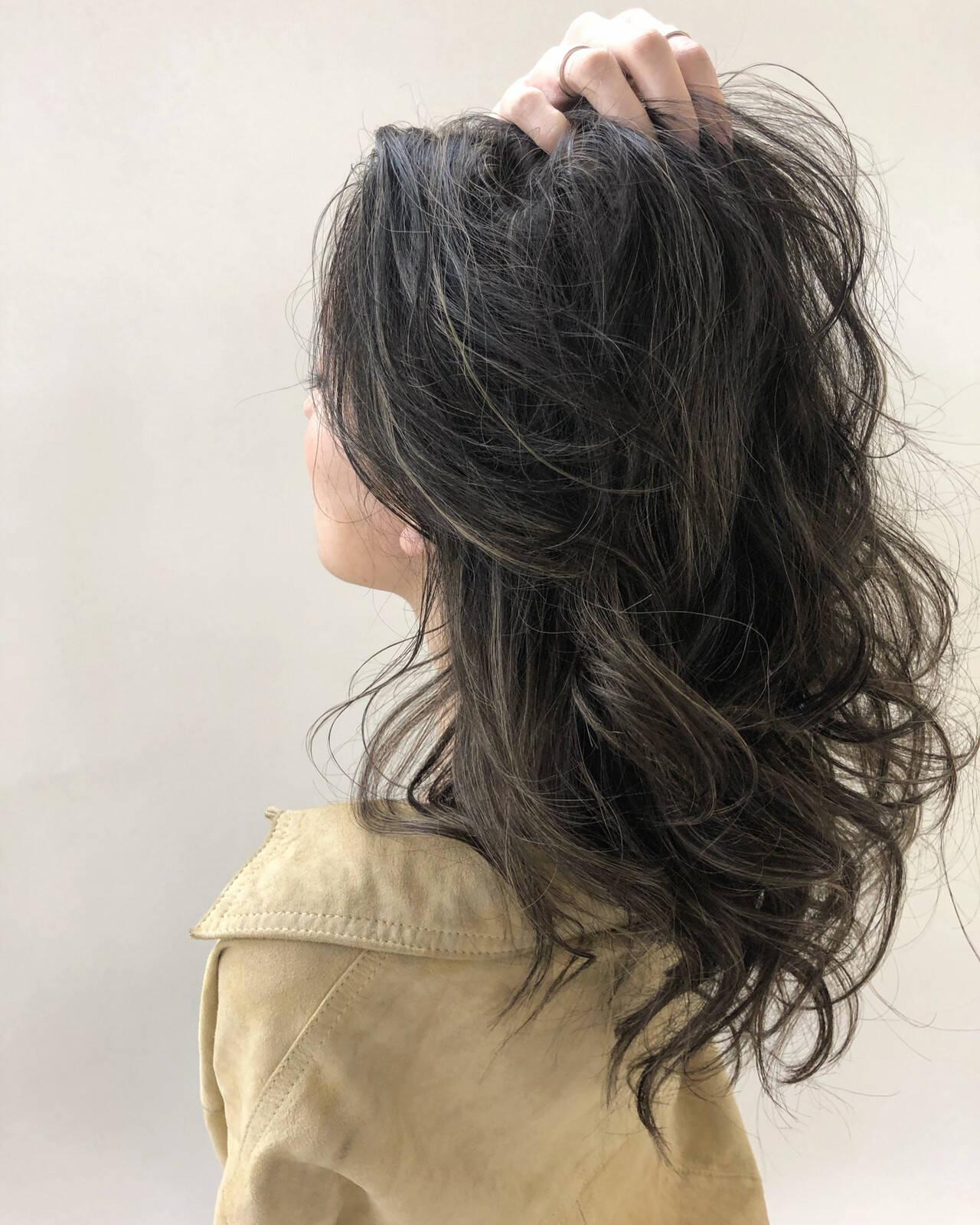 デート ハイライト オーガニックカラー グレージュヘアスタイルや髪型の写真・画像
