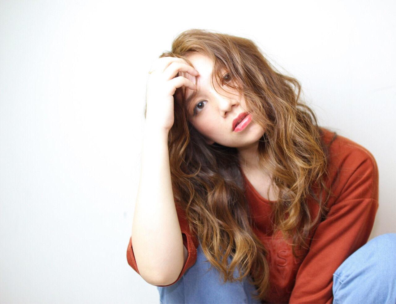ラフ 波ウェーブ グラデーションカラー ガーリーヘアスタイルや髪型の写真・画像