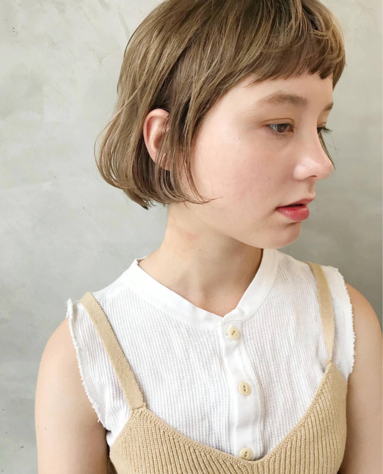 ナチュラル 大人女子 耳かけ ショートヘアスタイルや髪型の写真・画像