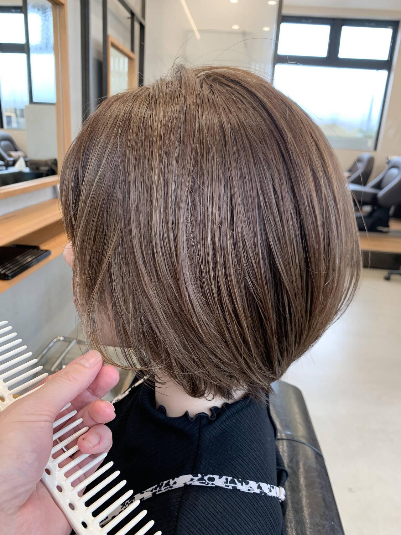 ショートボブ 白髪染め ナチュラル ショートヘアスタイルや髪型の写真・画像