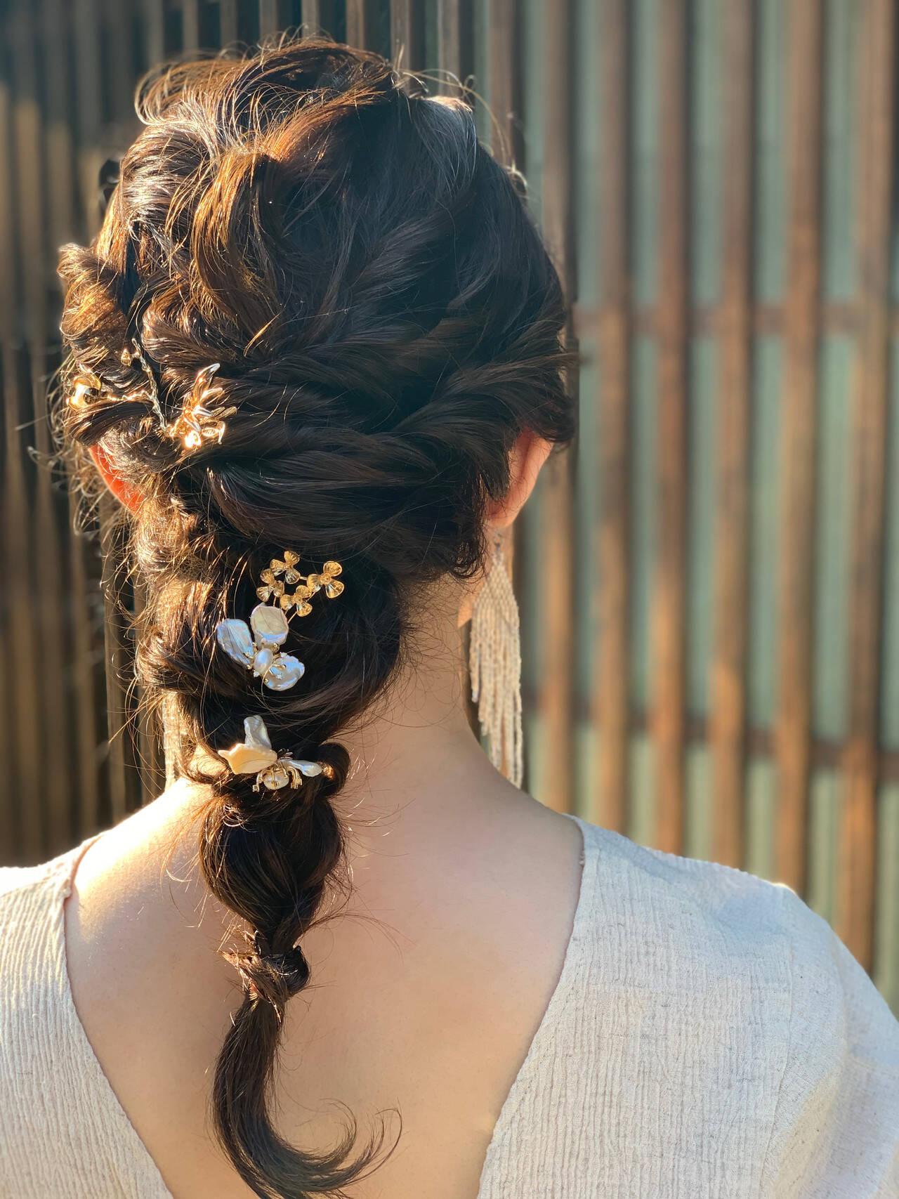 ヘアアレンジ セミロング 結婚式ヘアアレンジ インナーカラーヘアスタイルや髪型の写真・画像