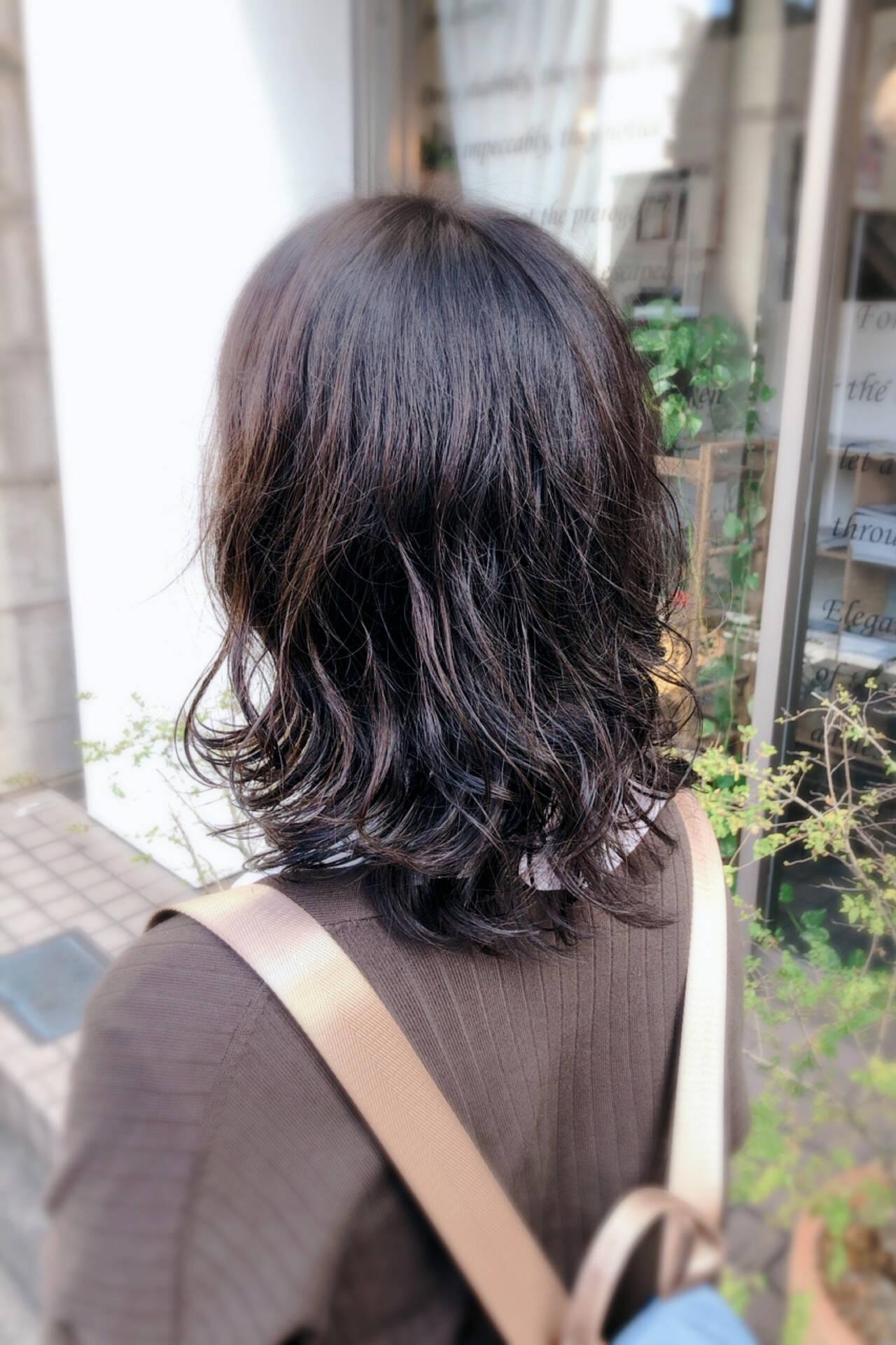 ナチュラル デジタルパーマ セミロングヘアスタイルや髪型の写真・画像