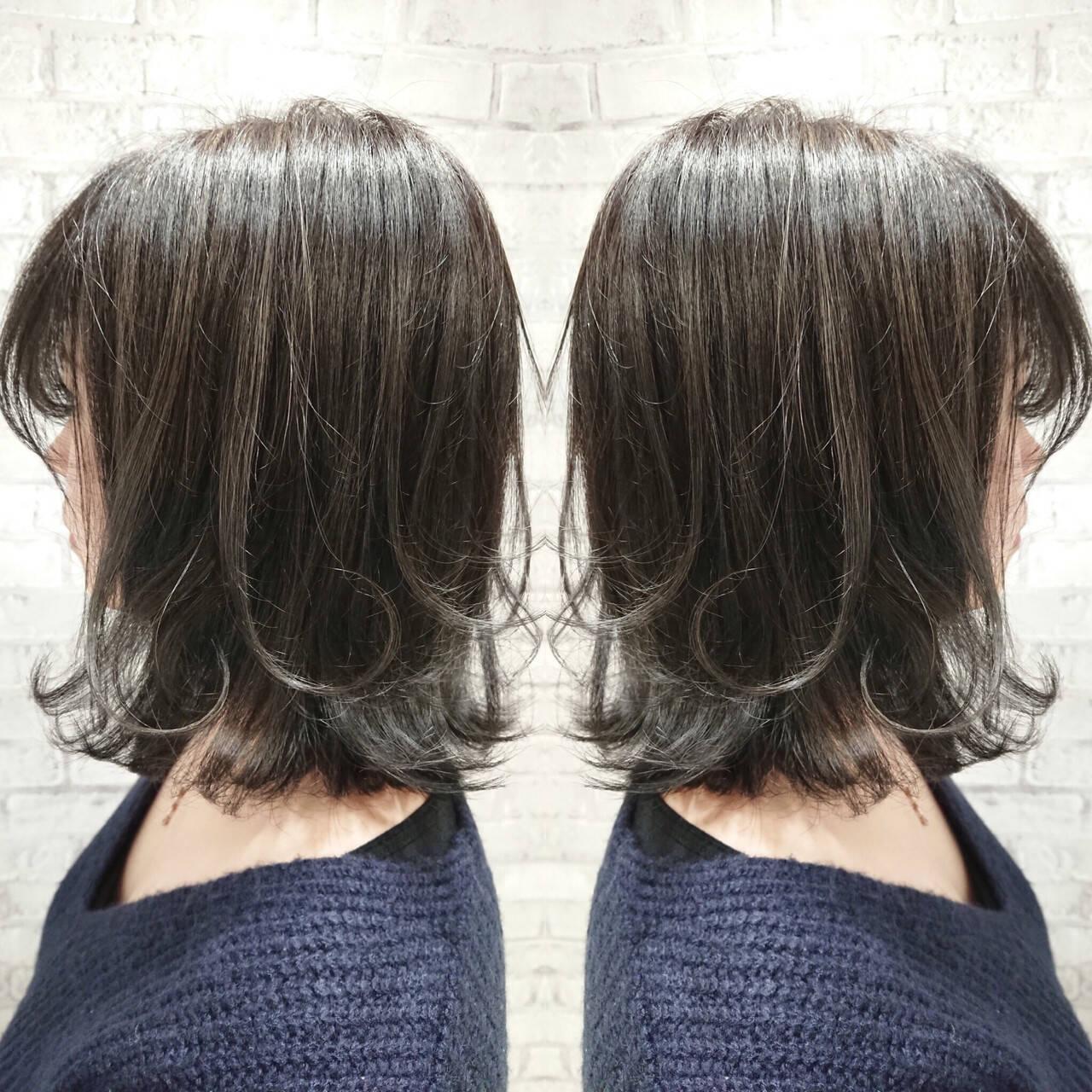 ハイライト グレージュ ナチュラル 外ハネヘアスタイルや髪型の写真・画像