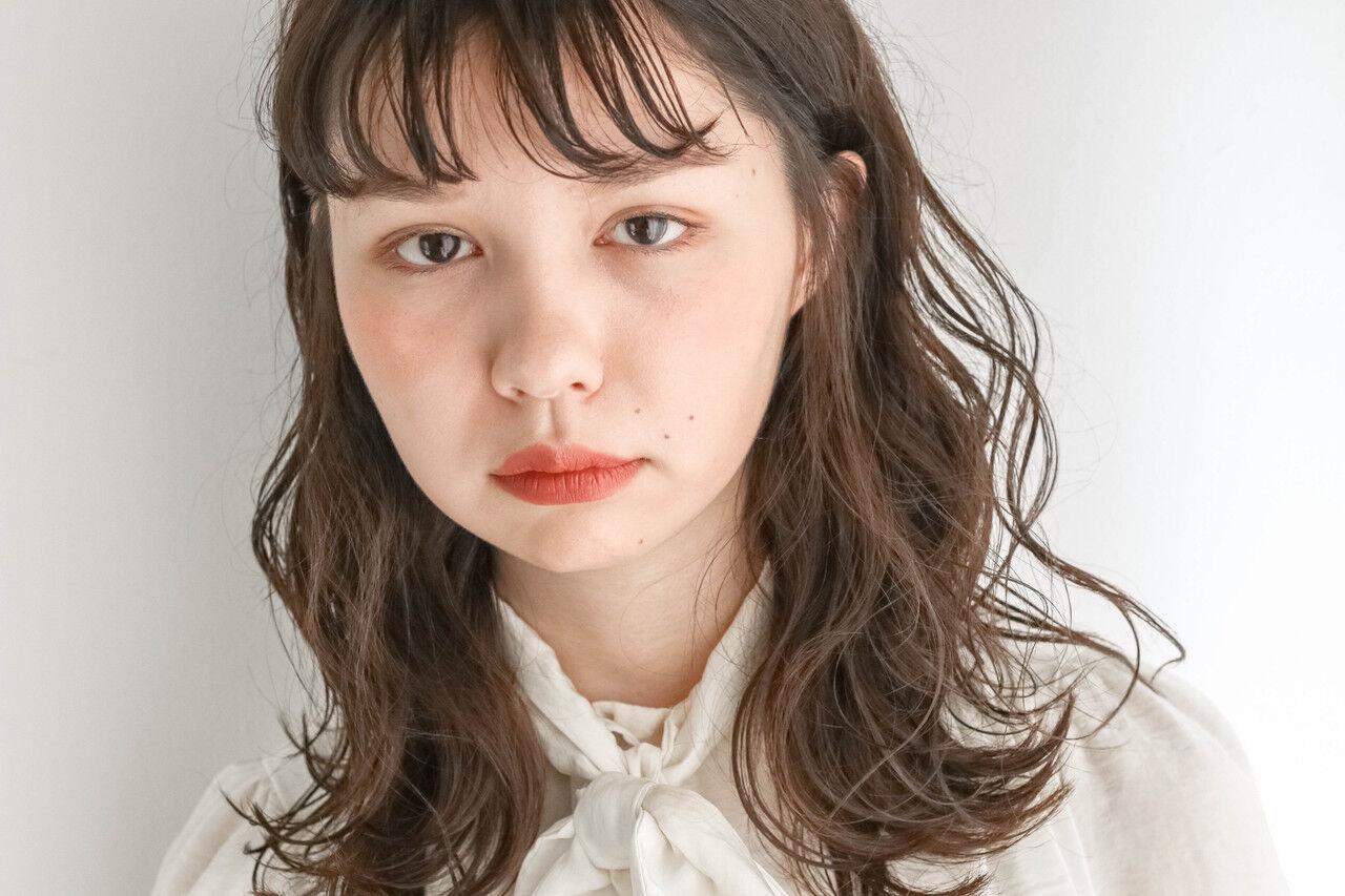 無造作パーマ ゆるウェーブ ミディアム 外国人風フェミニンヘアスタイルや髪型の写真・画像