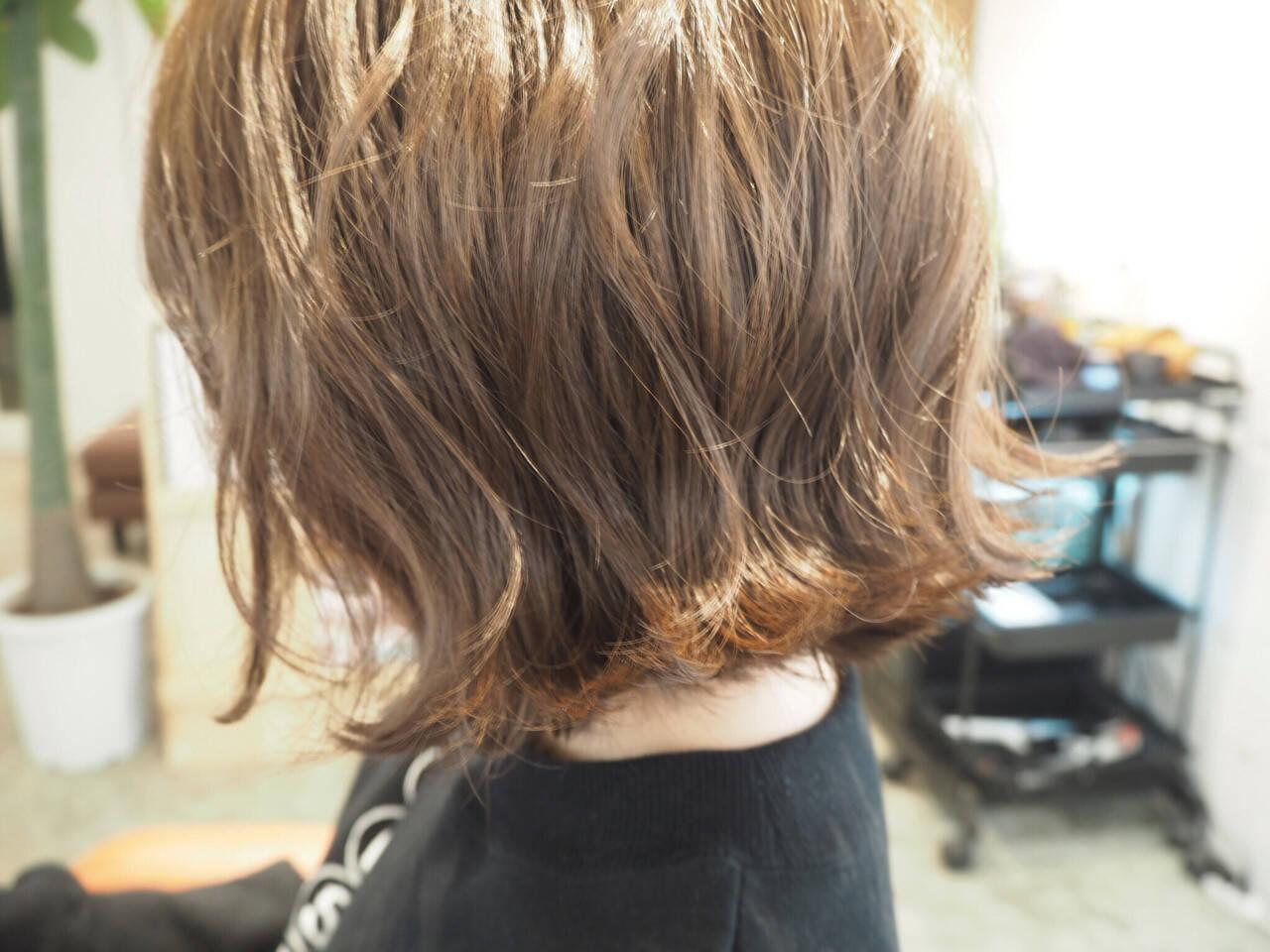 アッシュ 外ハネ ボブ ミルクティーヘアスタイルや髪型の写真・画像