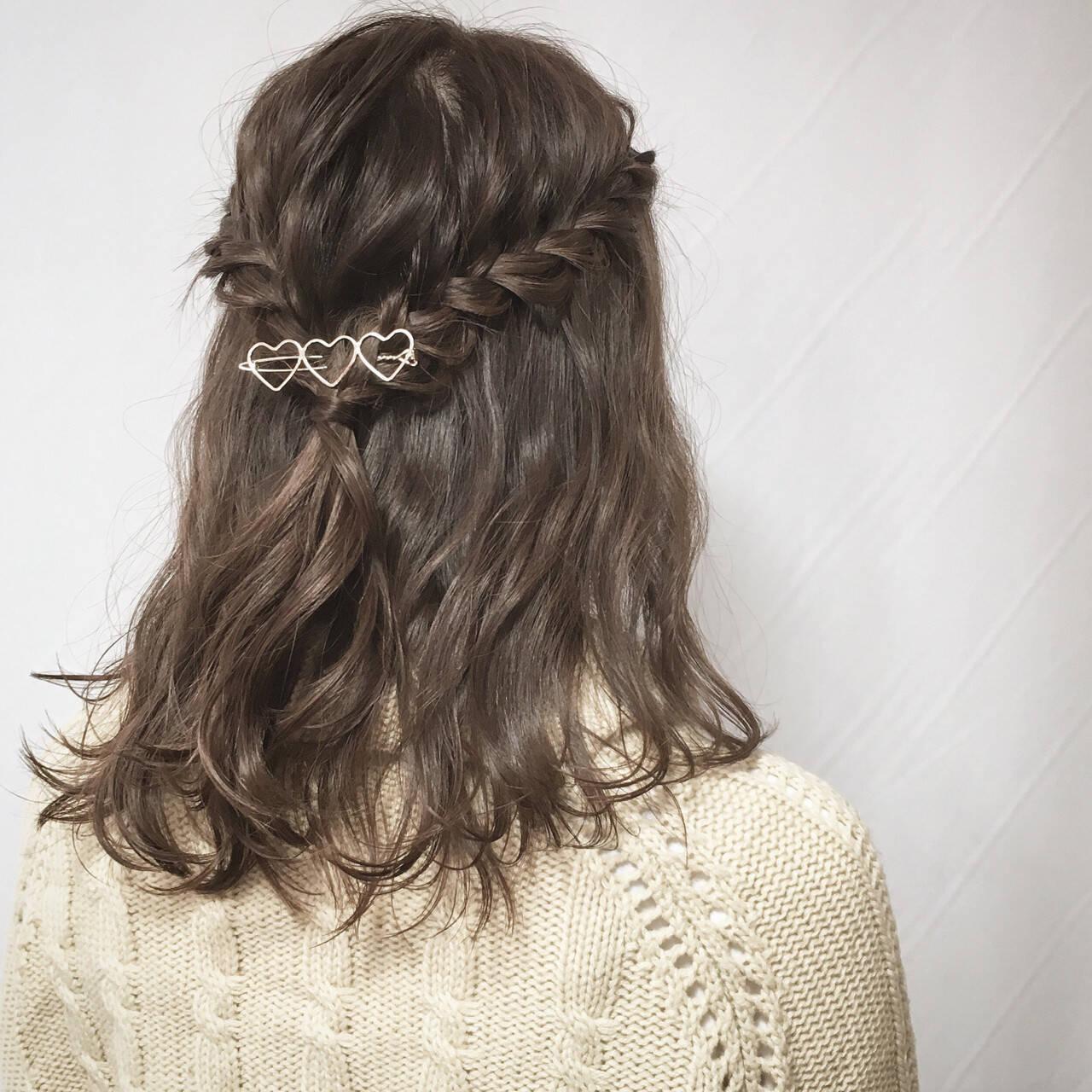 ガーリー 簡単ヘアアレンジ ミディアム 編み込みヘアスタイルや髪型の写真・画像
