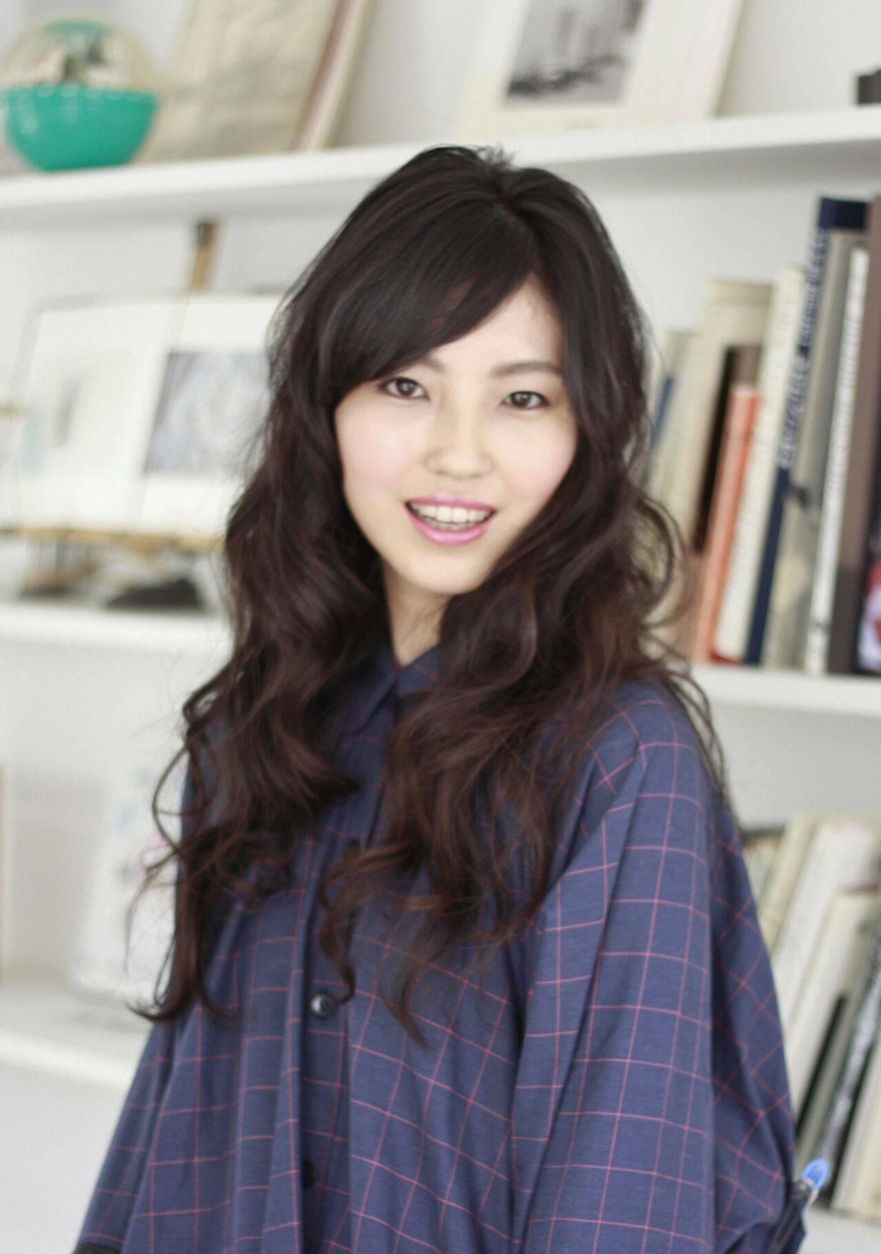 黒髪 斜め前髪 パーマ ナチュラルヘアスタイルや髪型の写真・画像