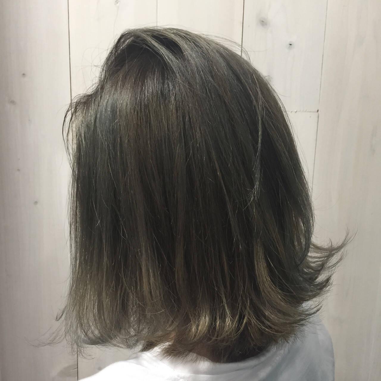 ラフ セミロング アッシュグレージュ ストリートヘアスタイルや髪型の写真・画像