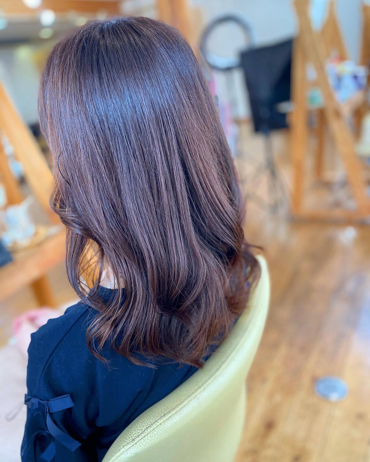 艶髪 セミロング 髪質改善 フェミニンヘアスタイルや髪型の写真・画像