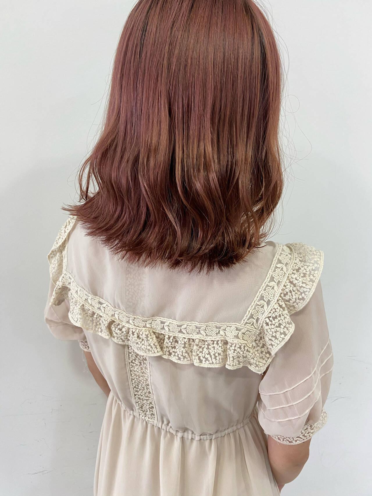 ラズベリーピンク 切りっぱなしボブ ピンク ベリーピンクヘアスタイルや髪型の写真・画像