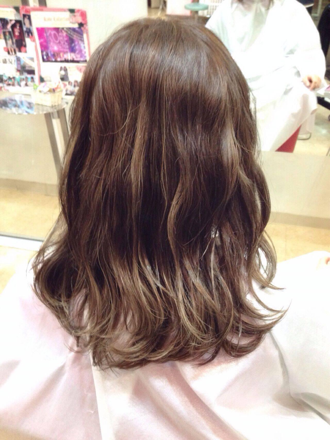 ロング 黒髪 秋 モードヘアスタイルや髪型の写真・画像