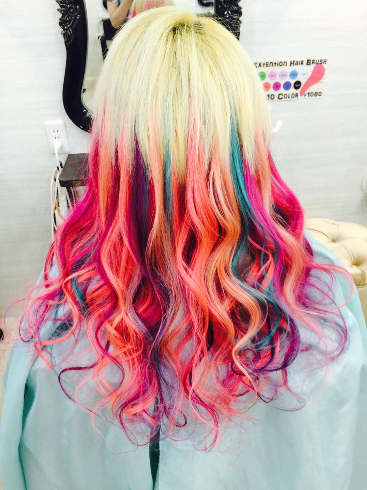 巻き髪 エクステ ストリート 個性的ヘアスタイルや髪型の写真・画像