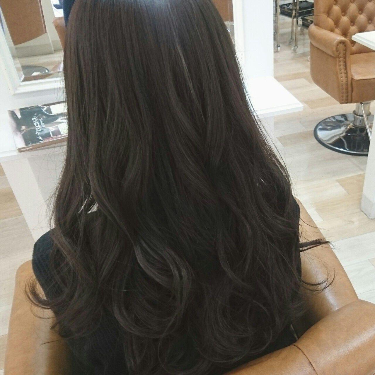 ブルーアッシュ 大人かわいい ロング アッシュグレーヘアスタイルや髪型の写真・画像