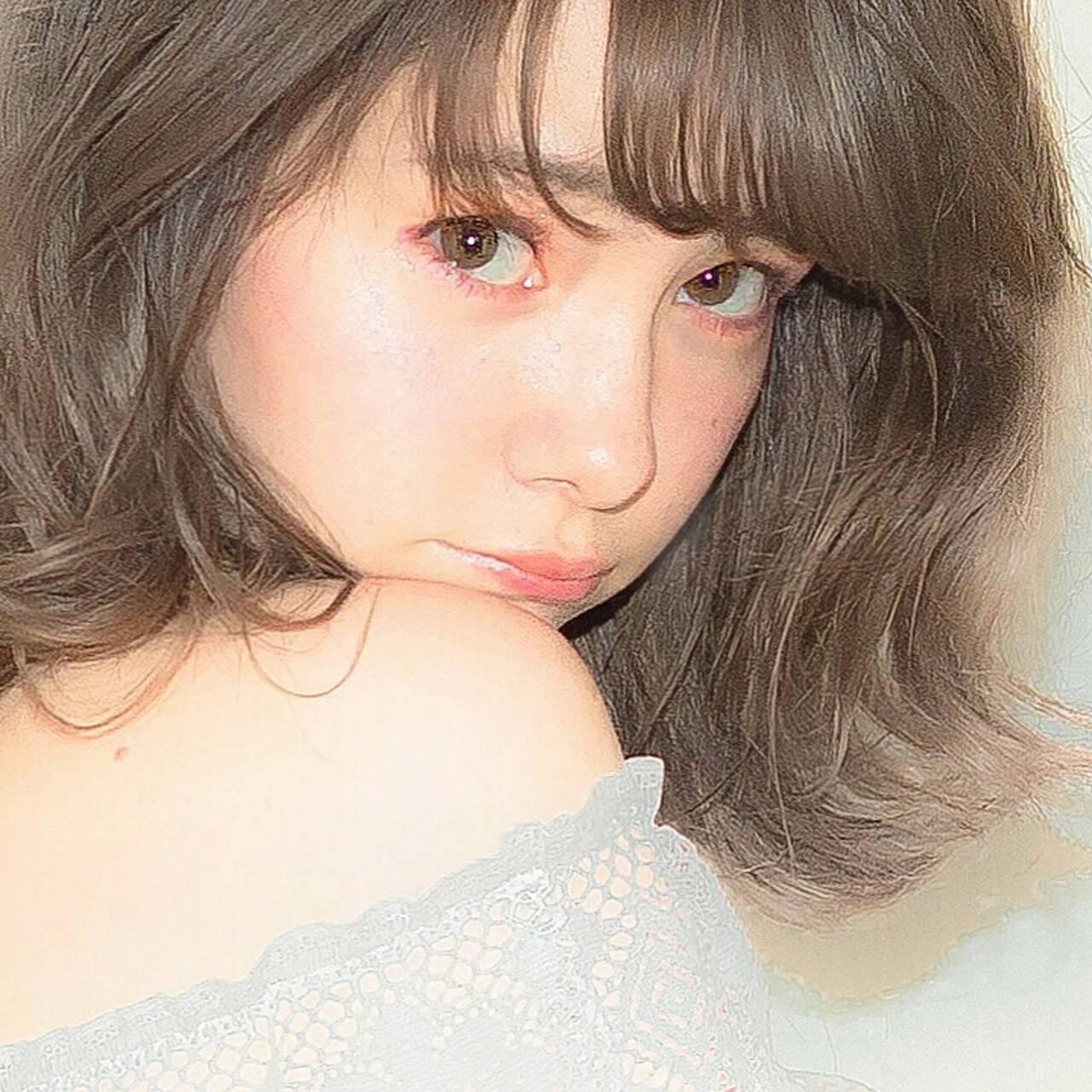 前髪あり ハイライト フェミニン ミディアムヘアスタイルや髪型の写真・画像