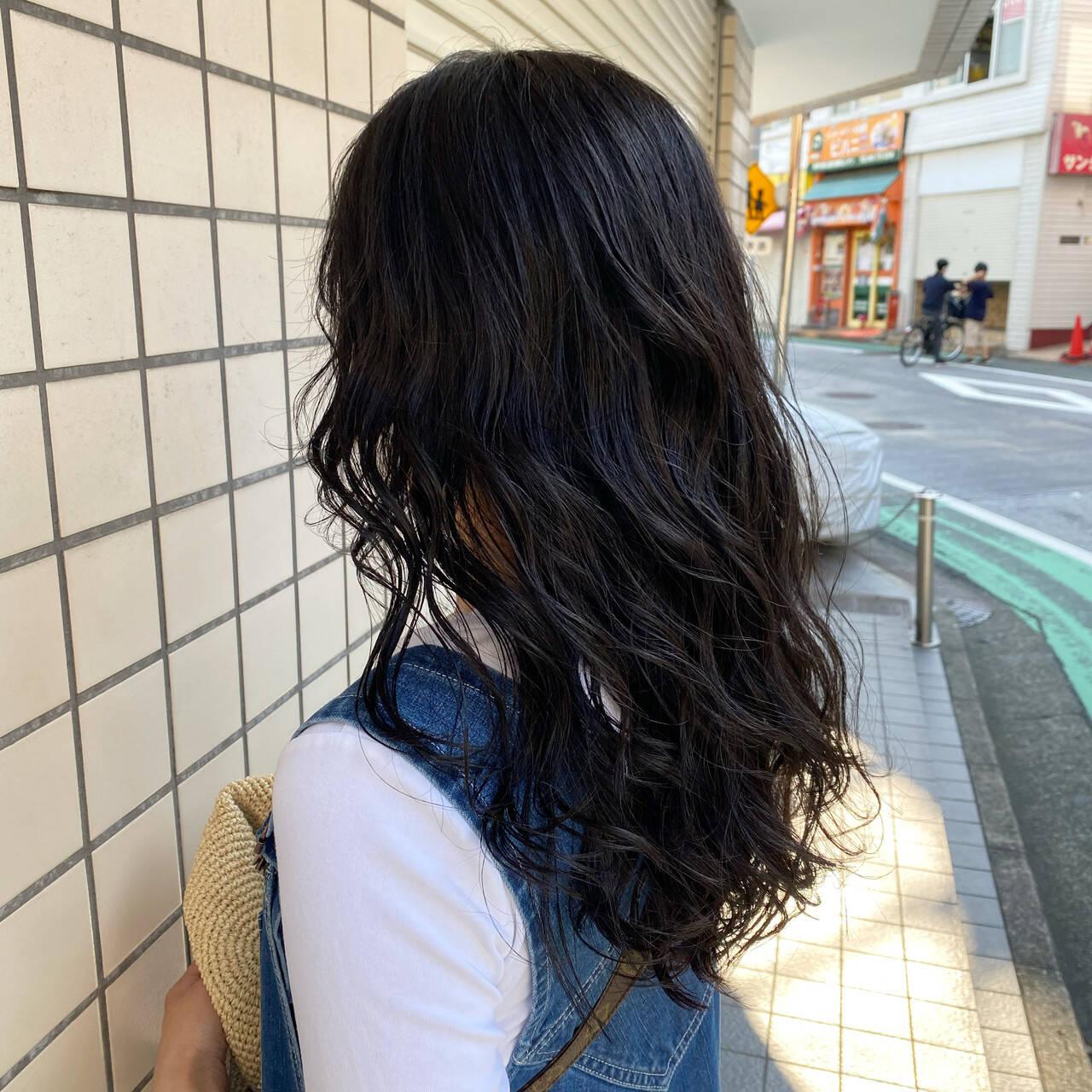 ロング ウルフカット ナチュラル アディクシーカラーヘアスタイルや髪型の写真・画像