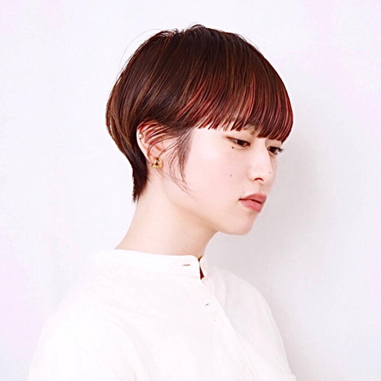 モード ワイドバング ピンクカラー ハンサムショートヘアスタイルや髪型の写真・画像