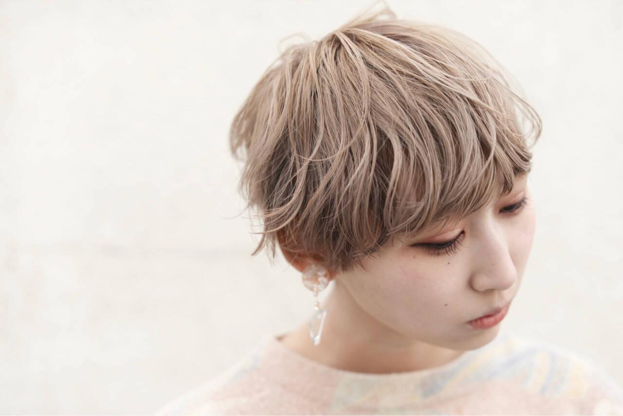 フリンジバング ミルクティー 前髪あり ニュアンスヘアスタイルや髪型の写真・画像